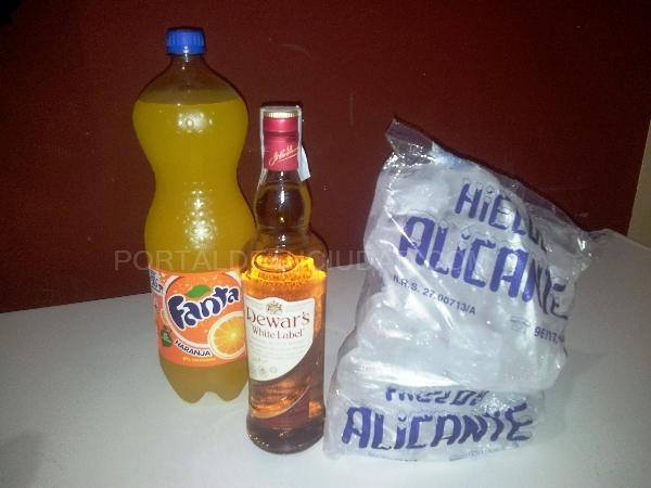 Botella de White Label + refresco 2L + bolsa de hielo 18€