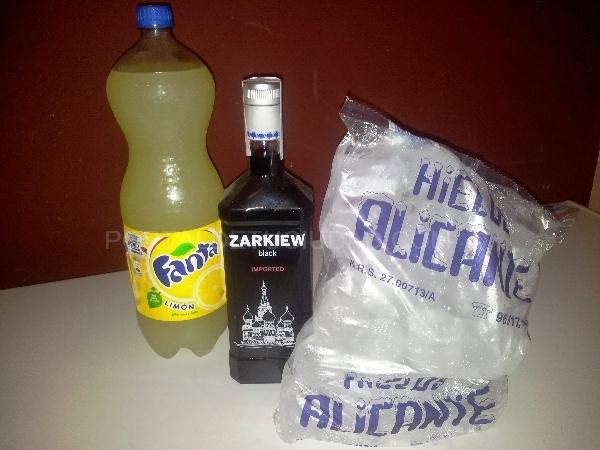 Botella Vodka (varios) + refresco 2L + bolsa de hielo 12€