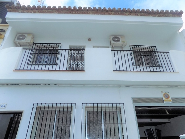 MOTRIL135.000€ 4 DORM- COCHERA ZONA TRANQUILA