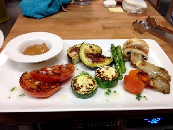 Verduras de temporada a la plancha con salsa romescu