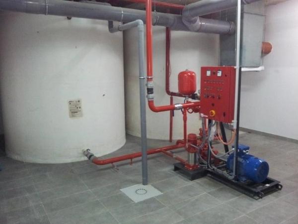 Instalación de depósito de 12.000 litros con grupo de presión