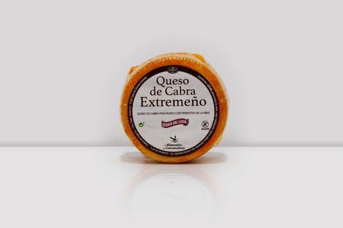 Queso de cabra extremeño madurado con pimentón de La Vera