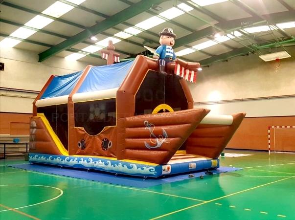 Castillo hinchable barco pirata
