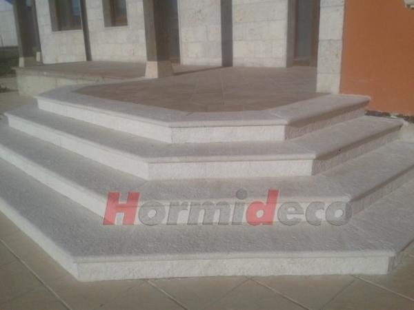 Peldaños en piedra en Palencia