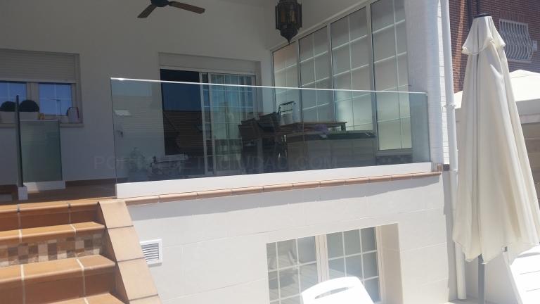 Balcones y barandillas de cristal en Cáceres