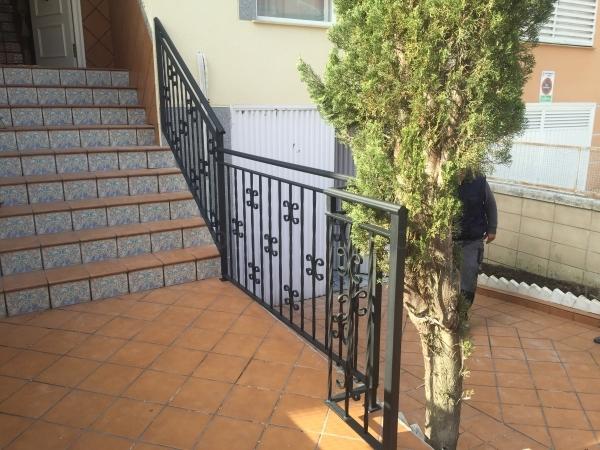 Barandilla en hierro para tramo de escalera