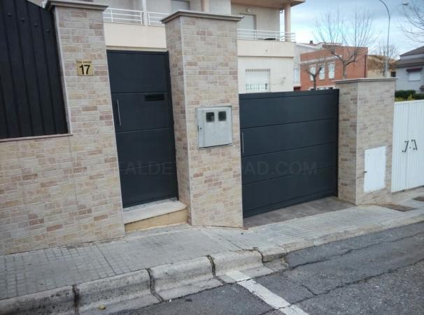 Puertas en hierro vivienda