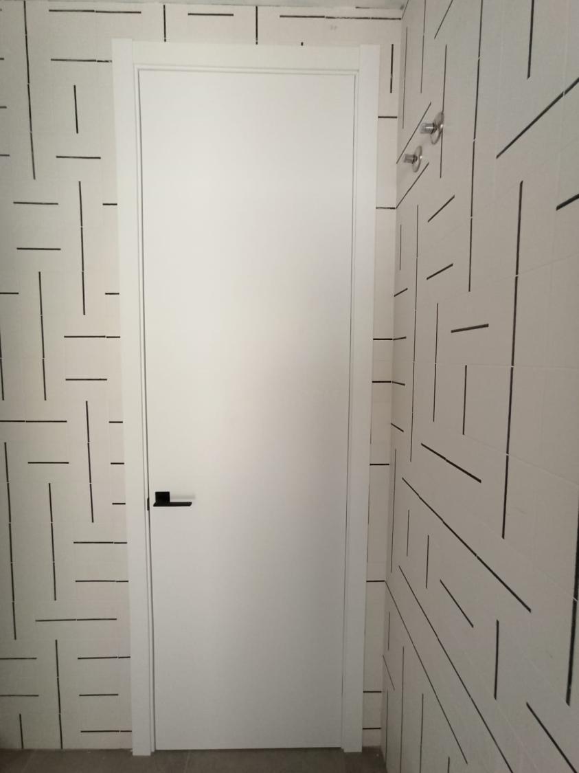 Puertas lacadas blancas de madera
