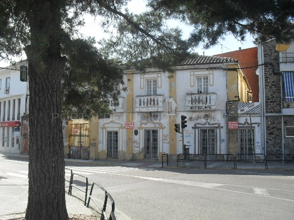 Edificio en Moraleja  zona comercial  ref-045