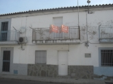 Casa con fachada a dos calles ref-070