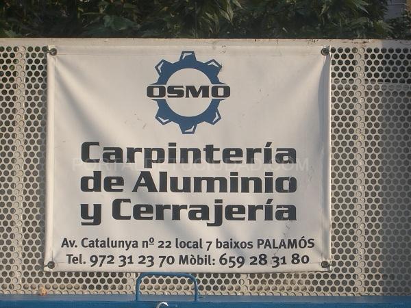 pancarta en valla en Hospitalet de Llobregat
