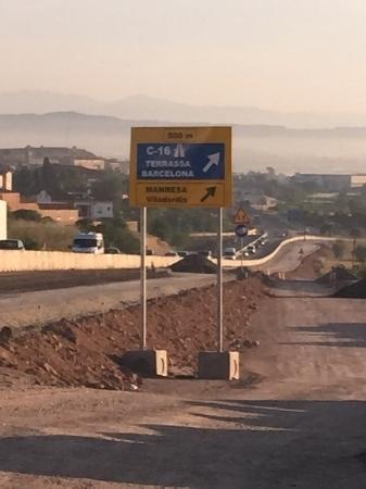 valla de obra en carretera en Hospitalet