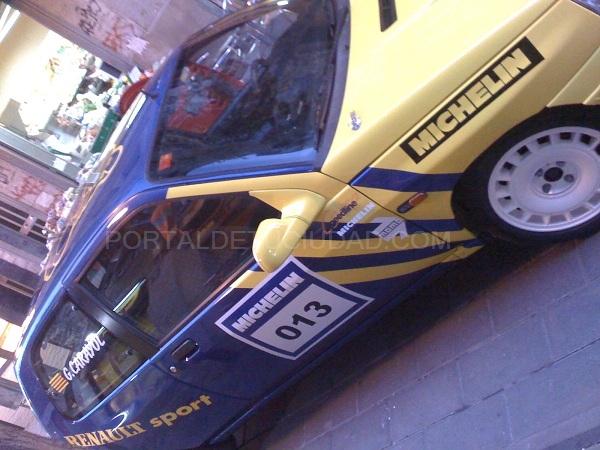 vehiculo particular rotulado con vinilo