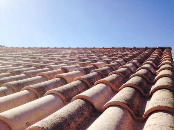 Trabajo realizado colocación tejas en tejado casa Barcelona